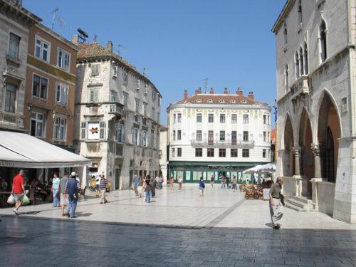 Town Square Narodni Trg12